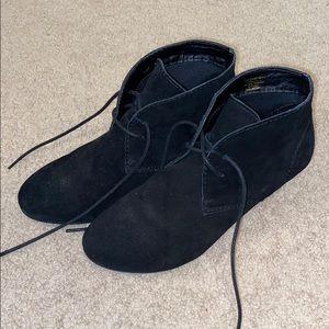 Closed toed black wedges.